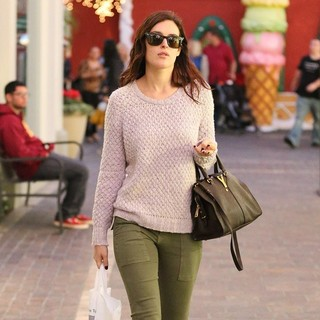Rumer Willis in Rumer Willis Shops at Barnes and Noble Bookstore