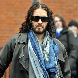 Russell Brand - Russell Brand Out and About in Central London