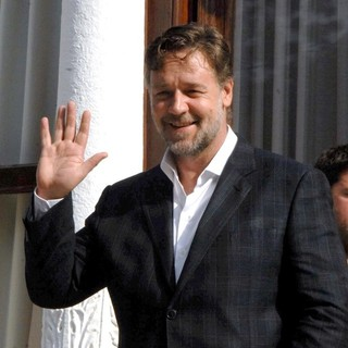 Russell Crowe in Russell Crowe at The Grand Kiosk