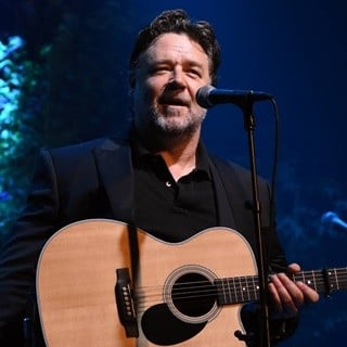 Russell Crowe in Russell Crowe's Indoor Garden Party