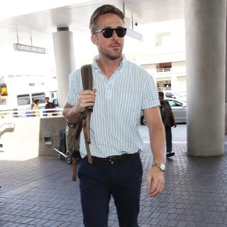 Ryan Gosling - Ryan Gosling at Los Angeles International Airport