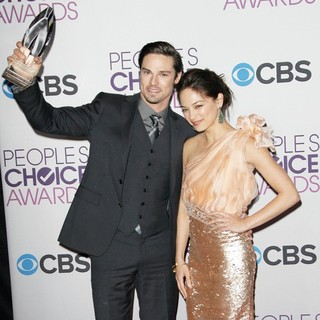 Jay Ryan, Kristin Kreuk in People's Choice Awards 2013 - Press Room