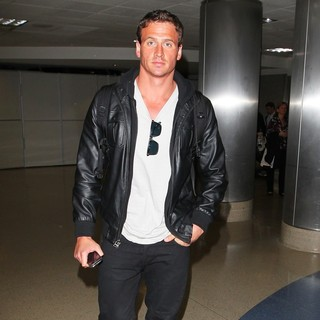 Ryan Lochte in Ryan Lochte Arrives at Los Angeles International Airport