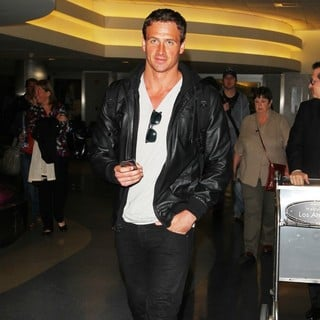 Ryan Lochte Arrives at Los Angeles International Airport - ryan-lochte-arrives-at-los-angeles-international-airport-03