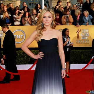 Julia Stiles in The 17th Annual Screen Actors Guild Awards (SAG Awards 2011) - Arrivals