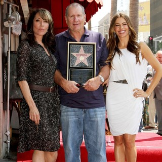 Katey Sagal, Ed O'Neill, Sofia Vergara in Ed O'Neill Is Honoured with A Star on The Hollywood Walk of Fame