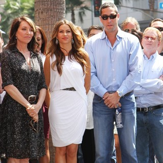 Katey Sagal, Sofia Vergara, Nick Loeb in Ed O'Neill Is Honoured with A Star on The Hollywood Walk of Fame