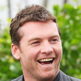 Sam Worthington in Celebrities to Appear on Entertainment News Show Extra