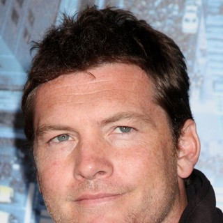 Sam Worthington in Premiere of Man on a Ledge - sam-worthington-premiere-man-on-a-ledge-01