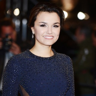Les Miserables World Premiere - Arrivals - samantha-barks-uk-premiere-les-miserables-03
