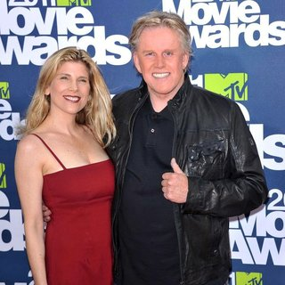 Steffanie Sampson, Gary Busey in 2011 MTV Movie Awards - Arrivals