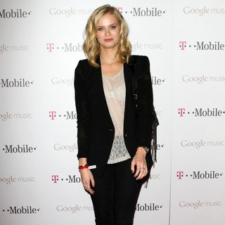 Sara Paxton in Celebrity Magenta Carpet Arrivals at The Launch Party for Google Music Available on T-Mobile - sara-paxton-launch-party-google-music-02