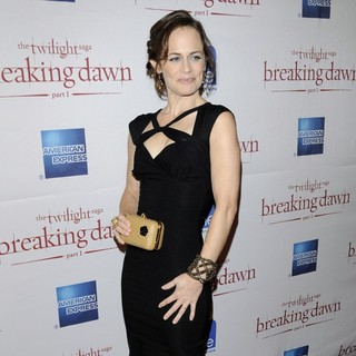 Sarah Clarke in Canadian Premiere The Twilight Saga's Breaking Dawn Part I - Arrivals