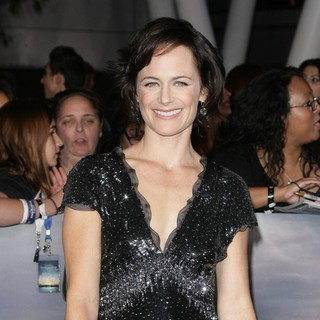Sarah Clarke in The Premiere of The Twilight Saga's Breaking Dawn Part II