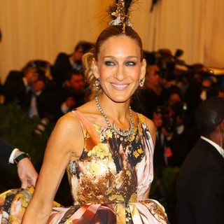 Sarah Jessica Parker in PUNK: Chaos to Couture Costume Institute Gala - sarah-jessica-parker-chaos-to-couture-costume-institute-gala-03