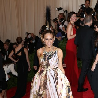 Sarah Jessica Parker in PUNK: Chaos to Couture Costume Institute Gala - sarah-jessica-parker-chaos-to-couture-costume-institute-gala-05