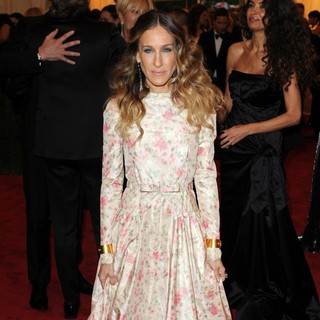 Sarah Jessica Parker in Schiaparelli and Prada Impossible Conversations Costume Institute Gala