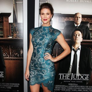 Sarah Lancaster in Premiere of Warner Bros. Pictures and Village Roadshow Pictures' The Judge