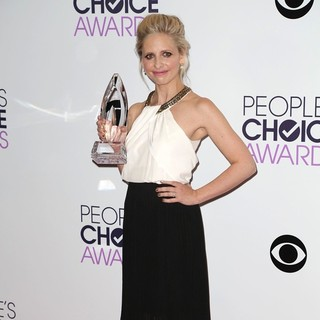 Sarah Michelle Gellar in The 40th Annual People's Choice Awards - Press Room