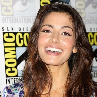 Sarah Shahi in 2011 Comic Con Convention - Day 1 - Arrivals