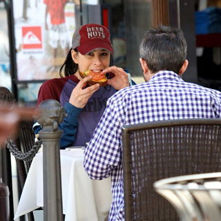 Sarah Silverman in Sarah Silverman and her new boyfriend having lunch