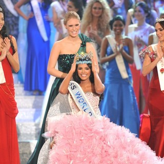 Ivian Sarcos, Alexandria Mills in Miss World 2011