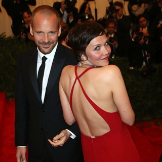 Peter Sarsgaard, Maggie Gyllenhaal in PUNK: Chaos to Couture Costume Institute Gala