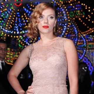 Scarlett Johansson in Milan Fashion Week Womenswear Spring-Summer 2012 - Dolce and Gabbana - Inside