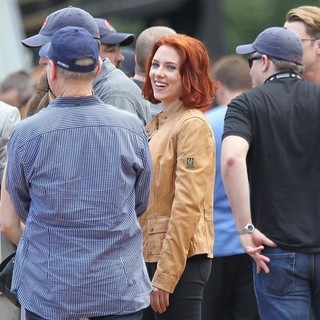 Scarlett Johansson in Actors on The Set of The Avengers Shooting on Location in Manhattan
