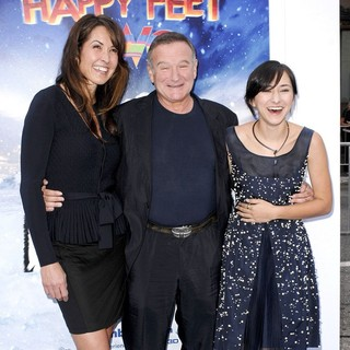 Susan Schneider, Robin Williams, Zelda Williams in World Premiere of Happy Feet Two