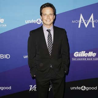 Scott Wolf in unite4:good and Variety Present unite4:humanity
