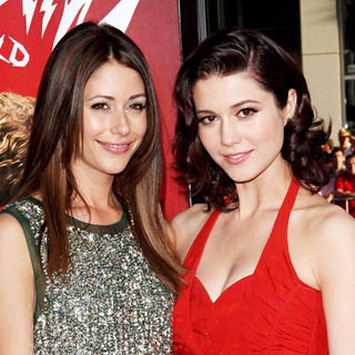 Amanda Crew, Mary Elizabeth Winstead in 'Scott Pilgrim vs. the World' Los Angeles Premiere