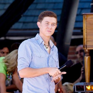 Scotty McCreery - American Idol Season 10 Cast Performs on ABC's Good Morning America as Part of Their Summer Concert