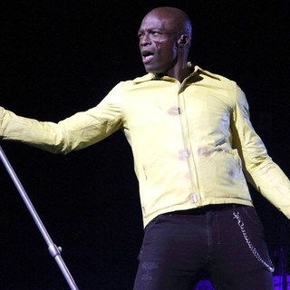 Seal in Seal Performs Live