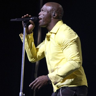 Seal - Seal Performs Live