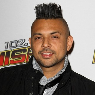 Sean Paul in 102.7 KIIS FM's Jingle Ball 2011 - Arrivals - sean-paul-102-7-kiis-fm-s-jingle-ball-2011-01
