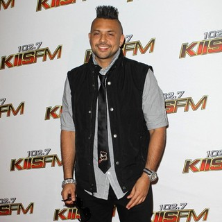 Sean Paul in 102.7 KIIS FM's Jingle Ball 2011 - Arrivals - sean-paul-102-7-kiis-fm-s-jingle-ball-2011-02