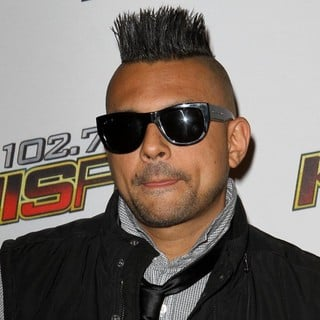 Sean Paul in 102.7 KIIS FM's Jingle Ball 2011 - Arrivals - sean-paul-102-7-kiis-fm-s-jingle-ball-2011-03