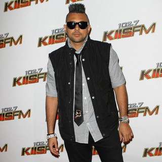 Sean Paul in 102.7 KIIS FM's Jingle Ball 2011 - Arrivals - sean-paul-102-7-kiis-fm-s-jingle-ball-2011-04