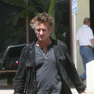 Sean Penn in Sean Penn Leaving Malibu Ranch Market at ZumaBeach Plaza
