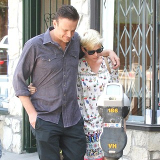 Jason Segel and Michelle Williams Are Seen Leaving Little Dom's in Los Feliz