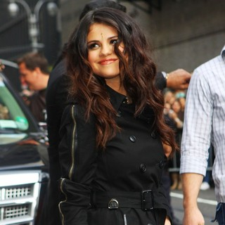 Selena Gomez in Celebrities for The Late Show with David Letterman - selena-gomez-late-show-with-david-letterman-02