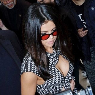 Selena Gomez Mobbed by Fan