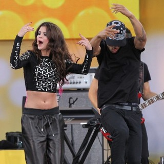 Selena Gomez - Selena Gomez Performs as Part of GMA's 2013 Summer Concert Series