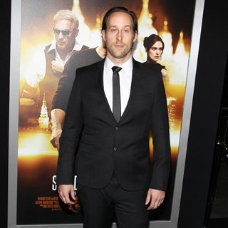 Seth Ayott in Los Angeles Premiere of Jack Ryan: Shadow Recruit - Red Carpet Arrivals