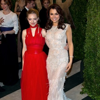 Amanda Seyfried, Samantha Barks in 2013 Vanity Fair Oscar Party - Arrivals