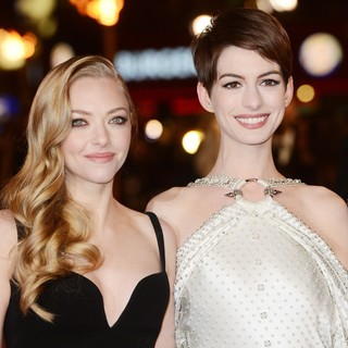 Amanda Seyfried, Anne Hathaway in Les Miserables World Premiere - Arrivals