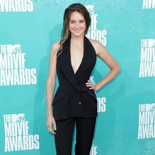 Shailene Woodley in 2012 MTV Movie Awards - Arrivals