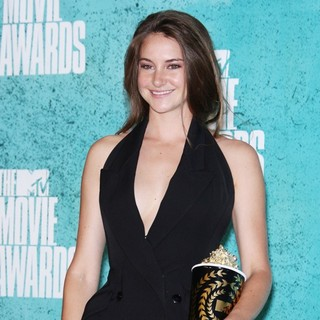 Shailene Woodley in 2012 MTV Movie Awards - Press Room