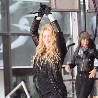 Shakira Performing Live on The Today Show as Part of NBC's Toyota Concert Series - shakira-performing-on-today-04